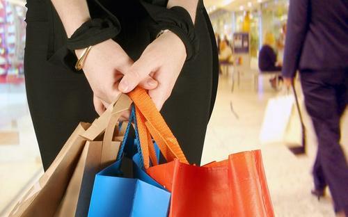 日本国内消費の場合、消費税がかかります。